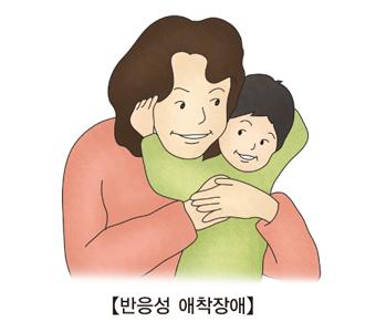 반응성애착장애-엄마와아들이 포옹을 하고 있음