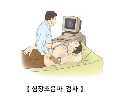 심장 초음파 검사를 받구 있는 남성