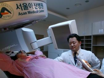 유방암 검사 중인 사진